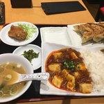 77579570 - 麻婆丼 焼き餃子 ミニ唐揚げ セット850円