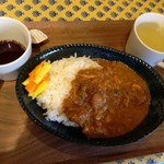 カフェテリア スパイス ジャヤ - チキンカレー 480円 コーヒーやスープはセルフサービス