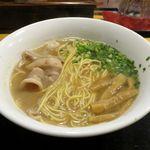 麺や 琥張玖 KOHAKU - 豚骨中華そばのアップ