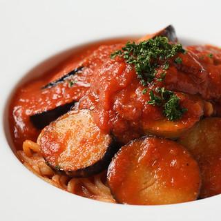 生パスタの麺は自家製!コシのある食感です。