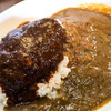 があべら - 料理写真:「ハンバーグカレー(サラダ付)」(880円)。