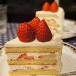 77591713 - ショートケーキ ルージュとブラン