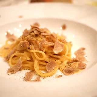 リストランテ ラ チャウ - 料理写真:スパゲッティーニ カルボナーラ ポルチーニ茸とアルバ産白トリュフ