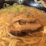 77597151 - 半熟煮玉子入り豚とろラーメン