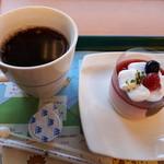 77598222 - コーヒーと苺ムース