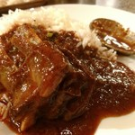 アロマズ オブ インディア - 肉を持ち上げたらホネが皿に落ちたヨ〜。