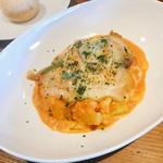 トラットリア グーフォ - メイン 鶏胸肉のソテー 野菜のトマトクリームソース フォンティーナチーズのせ