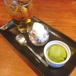 トラットリア グーフォ - モンテビアンコと宇治抹茶のジェラート、アップルジュース