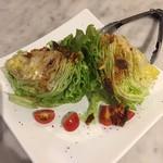 ピッツェリア チーロ - 丸ごとレタスのサラダ L