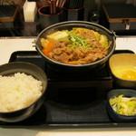 吉野家 - 2017年冬限定「牛すき鍋膳」です。