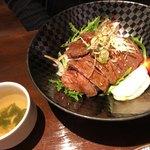 夕日ヶ丘レストラン善生 - 薄切り牛肉ステーキ丼  1000円