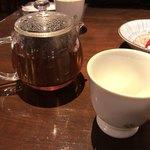 夕日ヶ丘レストラン善生 - ほうじ茶は1つで2人分あります♪
