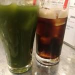 牛若丸 - グリーンティーとアイスコーヒー