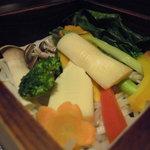 完全個室 和創作ダイニング 六 - 季節野菜のセイロ蒸しを頂きました。