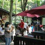 メリーゴーラウンドカフェ - カントリーフードテラスではチュロスやソフトクリームが味わえます。