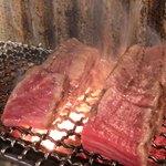 日本焼肉党 - 厚切りタン 焼いてます