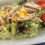 77621917 - 蒸し鶏のミモザ風サラダ (税込745円)