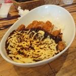 77622377 - 熟成黒カツハヤシ、焼きチーズ