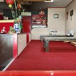 福泰楼 - テーブル席、小上がり席ございます店内。