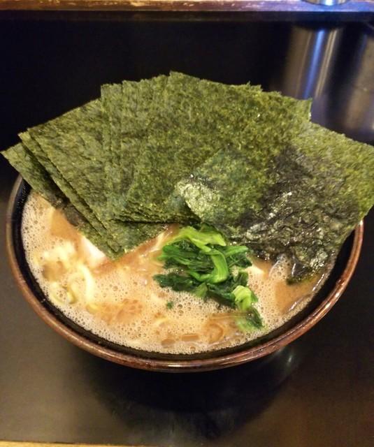らーめん 井上家 - ラーメン700円麺硬め。海苔増し100円。