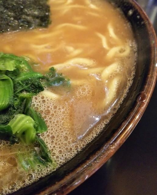 らーめん 井上家 - 醤油感しっかりのスープ。