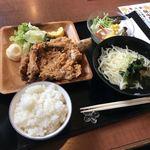 なごみ - 骨付き彩鳥唐揚げランチ980円。 サクサクジューシーで美味しかった!