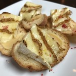 焼きカマンベールチーズ&西京味噌のカナッペ