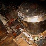 紅葉家 - 使い込まれた製粉も兼ねる製麺機
