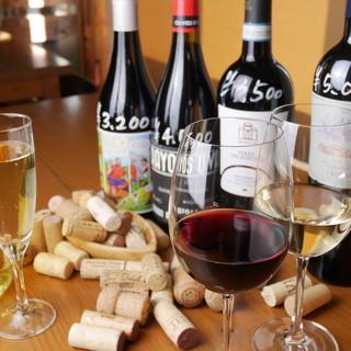 100種のワインをご用意。多彩なワインリストからお好きな物を
