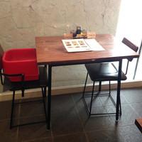 テーブル席2名テーブル×8