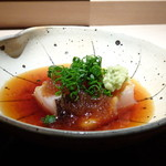 菊鮨 - ◆鰆(玄海)・・1週間寝かせ、藁で炙った品。玉ねぎのすりおろし、出し醤油で頂きます。