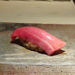 菊鮨 - ◆先ほど見せていただいた長崎の「鮪」、中トロ部分。見るかに脂がのっているのがわかります。 口に入れると上品な脂を感じトロケマスネ。とても美味しい。