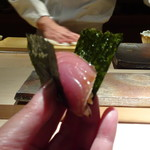 菊鮨 - ◆私には「鰹」・・海苔で包んでいただきますが、海苔の質が良いこと。