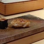 菊鮨 - ◆帆立・・低温で火入れし3日寝かせた品。口に入れるとトロケルそうですよ。
