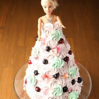 可愛すぎるバービーケーキ♪