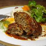 グルマン ド ニコラ - *ハンバーグは大きくはないですが、ジューシーで好み。デミグラスソースもいい味わい。