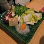77645765 - 鍋野菜盛り。1000円