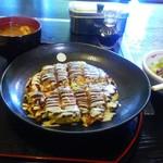 味三 - 豚玉セット750円焼きおにぎり付き。