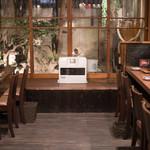 朝〆ほるもん専門店まるじゅう - 2017.12 テーブル席とカウンター席