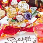 スクエア - 記念日用にスクエアで作られるプレゼントに最適、フラワーブーケ風ケーキ