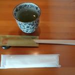 77650837 - お茶、お箸、お手拭き