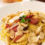 VIVRE SA VIE - 料理写真:合鴨とキノコのパスタ