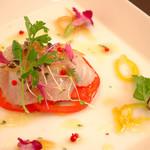 天然鮮魚のカルパッチョ キャビアを添えたカクテル仕立て