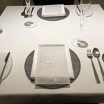 アニエルドール - テーブル