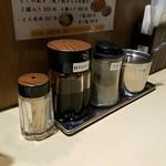 麺工 豊潤亭 - 調味料 一味が欲しい!