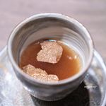 USHIGORO S - 小蕪、ユリ根、菊花の和牛コンソメスープ