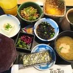 77664683 - 納豆定食とひじきとオレンジジュース