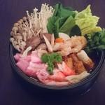 WINE&DINE 9 - トムヤム鍋 画像は2名様用でこれにラーメンが入ります。