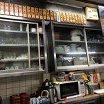 天ぷら 中山 - 古いけどきちんと磨き込まれた厨房