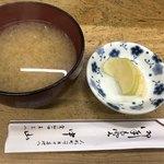 天ぷら 中山 - みそ汁とお新香